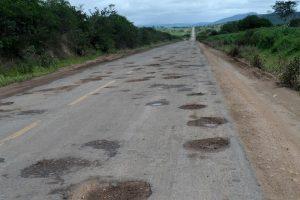 Vias brasileiras apresentam grandes problemas