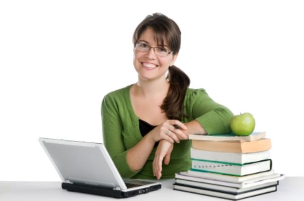Os educadores encontram materiais para usar nas aulas acessando o portal. (Foto: Divulgação)