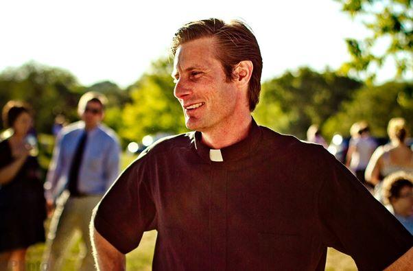 O curso de teologia é importante para quem quer ser padre. (Foto: Divulgação)