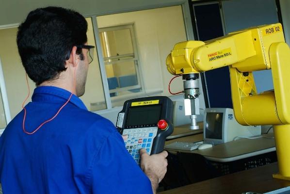 Amplie as chances de trabalhar na indústria fazendo um curso de automação. (Foto: Divulgação)