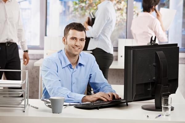 Consulte os anúncios de emprego no site oficial. (Foto: Divulgação)